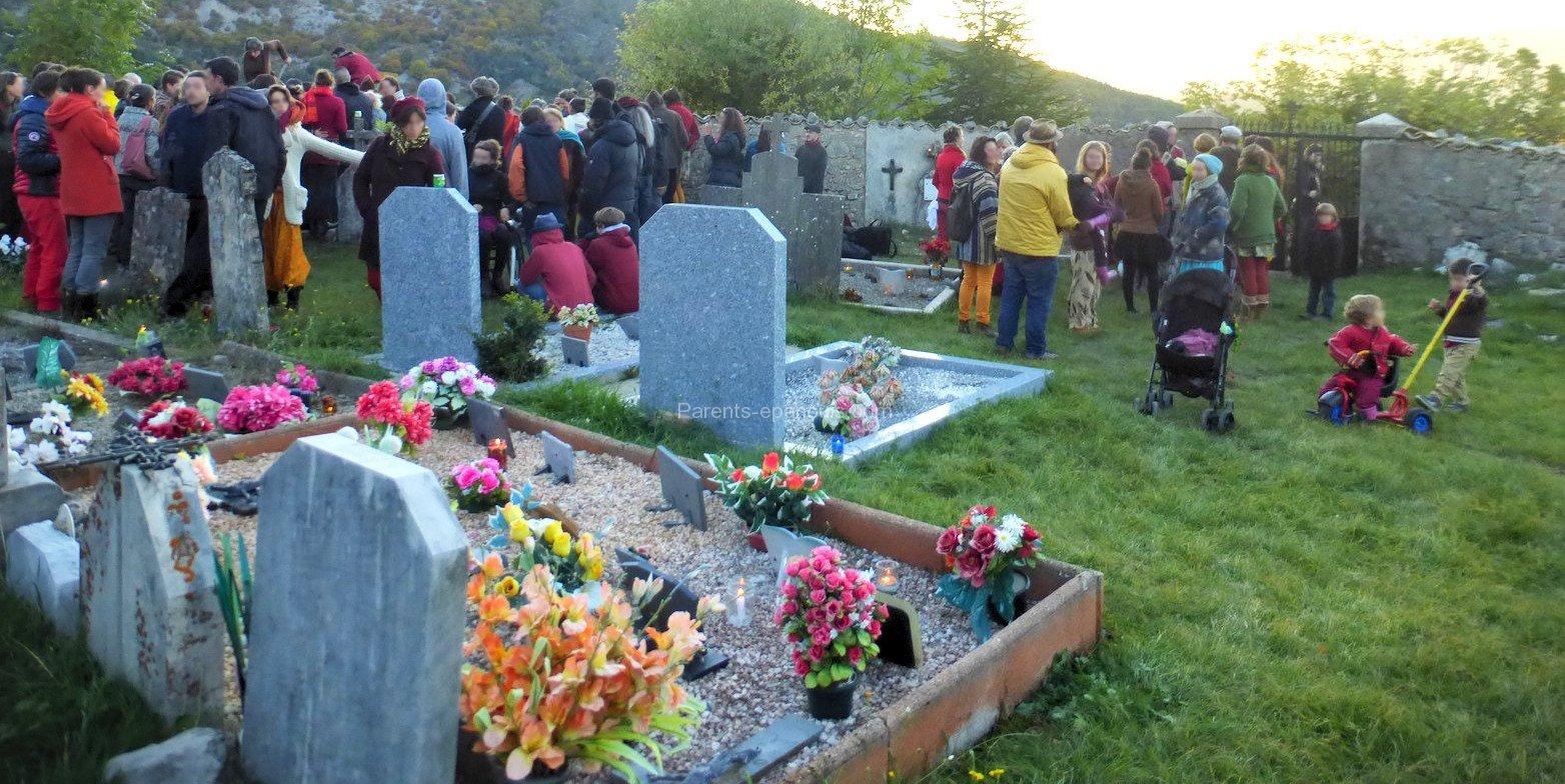parler de la mort aux enfants - cimetière - parents-epanouis.com
